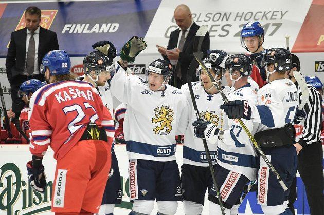 Finové se radují z gólu při utkání s Českem v rámci turnaje Carlson Hockey Games v Českých Budějovicích.