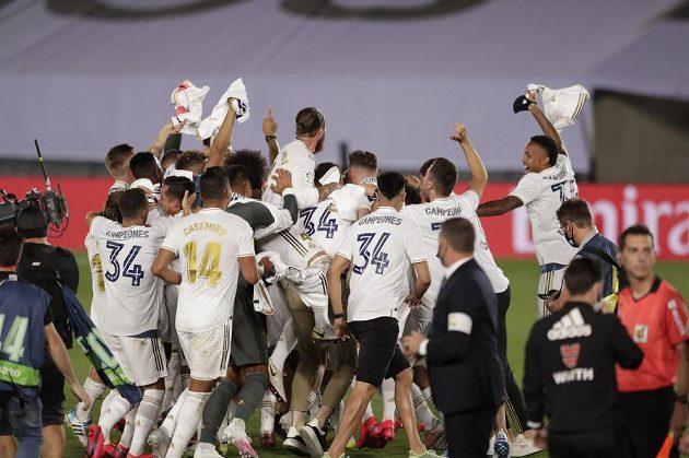 Radující se hráči Realu Madrid.