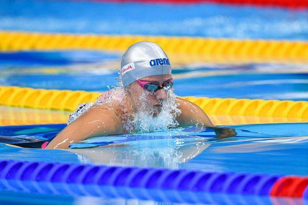 Martina Moravčíková v semifinále na 200 m prsa při MS v Budapešti.