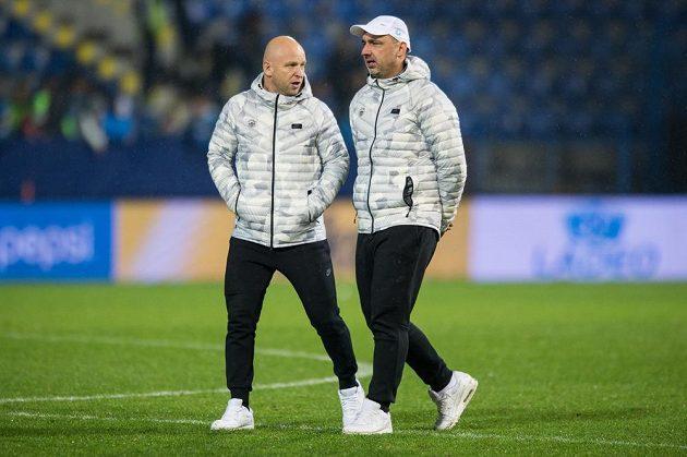 Trenér Liberec Jindřich Trpišovský (vpravo) a asistent Zdeněk Houštecký během utkání se Spartou.