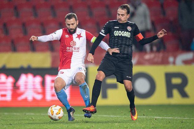 Josef Hušbauer ze Slavie Praha a Ondřej Kesner z Chrudimi během utkání 4. kola MOL Cupu.
