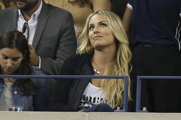 Palce svému oblíbenci Rogeru Federerovi držela v lóži i americká lyžařka Lindsey Vonnová.