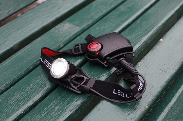 Čelovka díky červenému světlu zajistí také dobrou viditenost běžce zezadu.