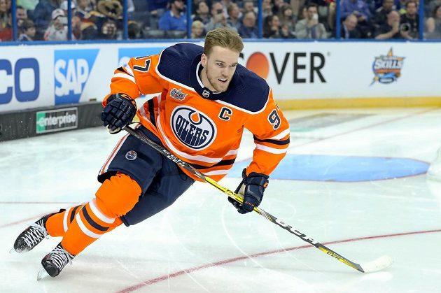 Connor McDavid byl na dovednostních soutěží před Utkáním hvězd NHL nejrychlejší.