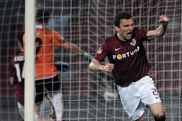 Útočník Sparty Praha David Lafata se raduje z gólu.