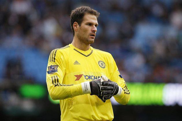 Asmir Begovič, který nahradil v bráně Chelsea minule vyloučeného Thibauta Courtoise, měl proti Manchesteru City spoustu práce.