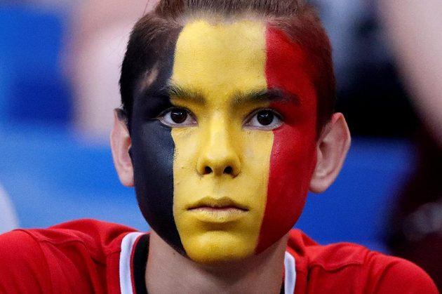Soustředěný výraz belgického fanouška.
