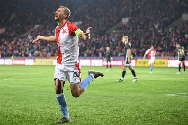Záložník Slavie Tomáš Souček slaví gól.