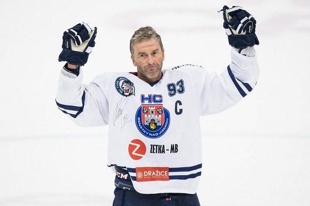 Je konec, definitivní konec! Petr Nedvěd po utkání WSM ligy proti Kladnu, které bylo pro 46letého útočníka současně rozlučkou s hokejovou kariérou.