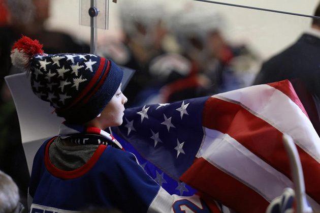 Malý fanoušek Spojených států během zápasu USA s Německem