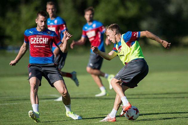 Michael Lüftner (vlevo) a Martin Hašek během tréninku reprezentace do 21 let.