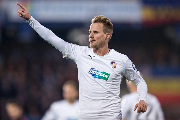 Plzeňský obránce David Limberský během utkání na Spartě. Tady je jeho oslavné gesto ještě slušné...