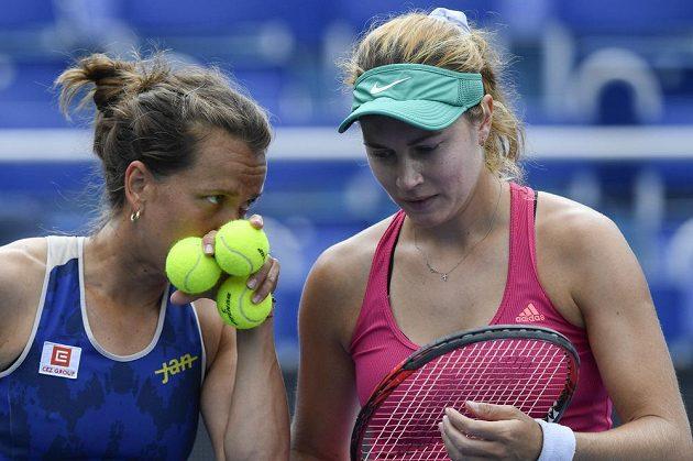 Barbora Strýcová a Stefanie Vögeleová ze Švýcarska v utkání čtyřhry na Tipsport Elite Trophy.