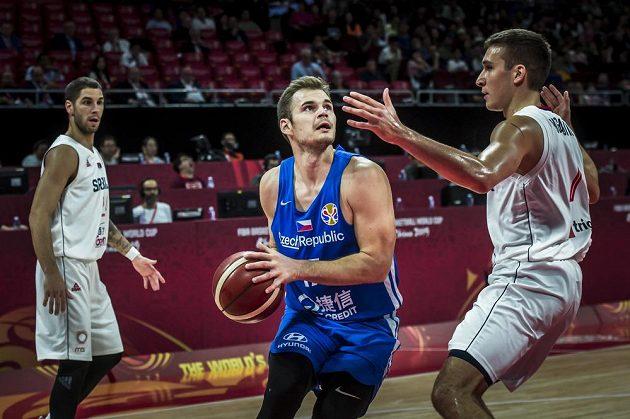Jaromír Bohačík se snaží zakončit v utkání o 5. místo se Srbskem.