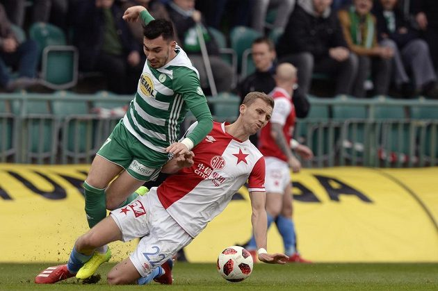 Zleva Rudolf Reiter z Bohemians a Tomáš Souček ze Slavie v utkání 23. kola fotbalové ligy.