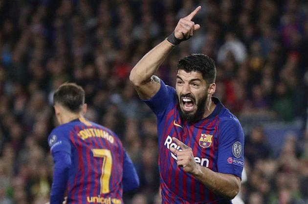 Barcelonský Luis Suárez jásá po úvodním gólu proti Liverpoolu.