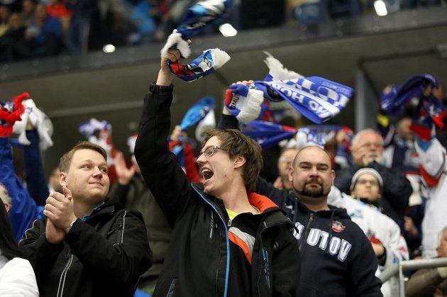 Radost chomutovských fanoušků v utkání předkola play off hokejové extraligy. Piráti vedli už během druhé třetiny nad Mladou Boleslaví 6:0.