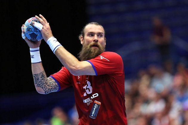 Pavel Horák z České republiky v akci během utkání kvalifikace o postup na ME 2020 házenkářů s Bosnou.