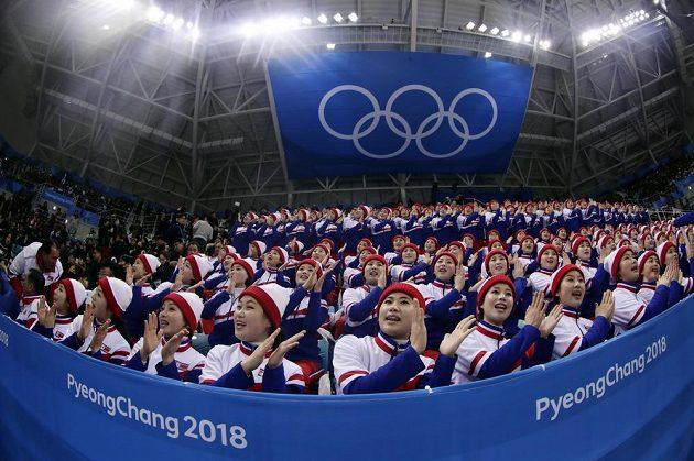 Korejské fanynky na hokeji.