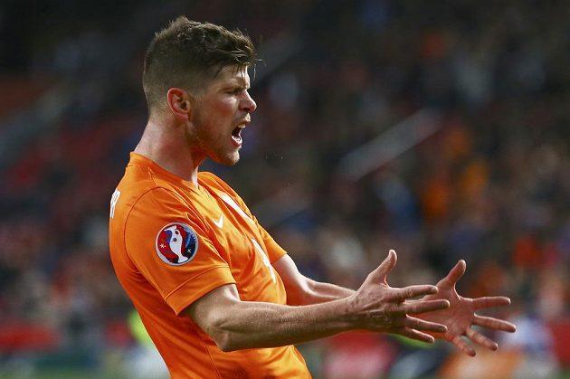 Nizozemec Klaas-Jan Huntelaar po promarněné šanci v utkání s Českem.