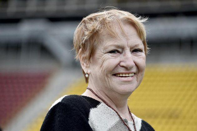 Věra Čáslavská během posledního rozloučení s legendárním fotbalistou Josefem Masopustem v Praze na Julisce.