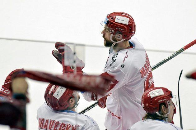 Hokejista Třince Tomáš Marcinko slaví gól, který vstřelil do plzeňské sítě.