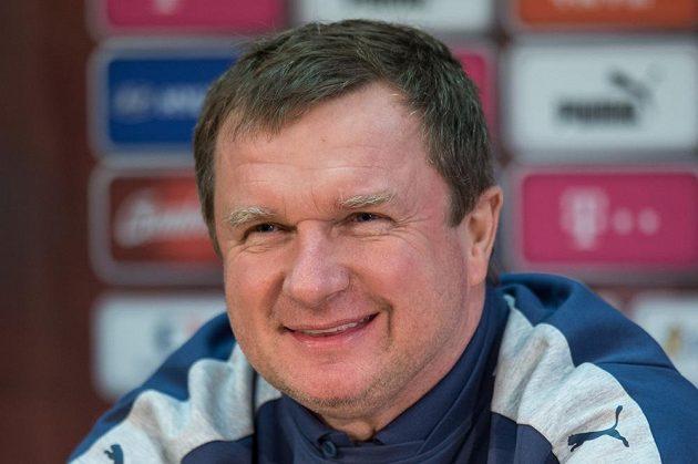Trenér české reprezentace Pavel Vrba během tiskové konference před utkáním se Skotskem.