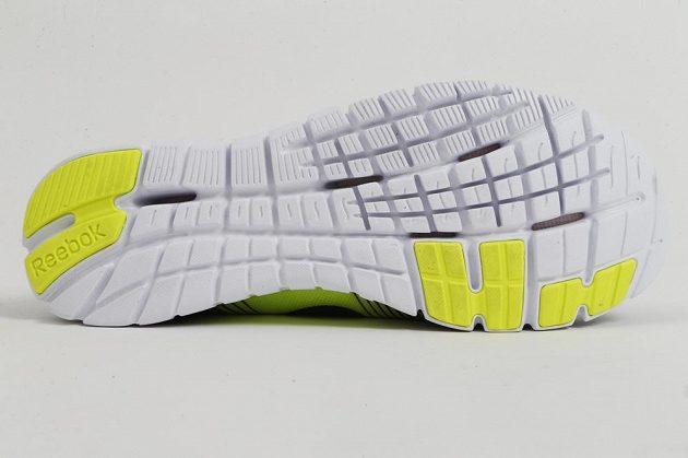 Hluboce segmentovaná podrážka přispívá k celkově velkému komfortu obuvi.