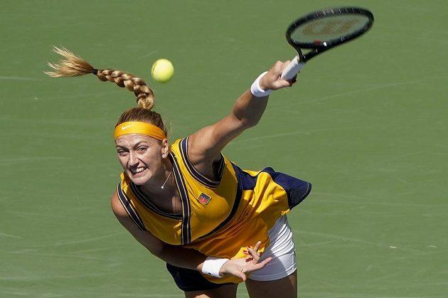 Petra Kvitová servíruje v utkání 3. kola na US Open.