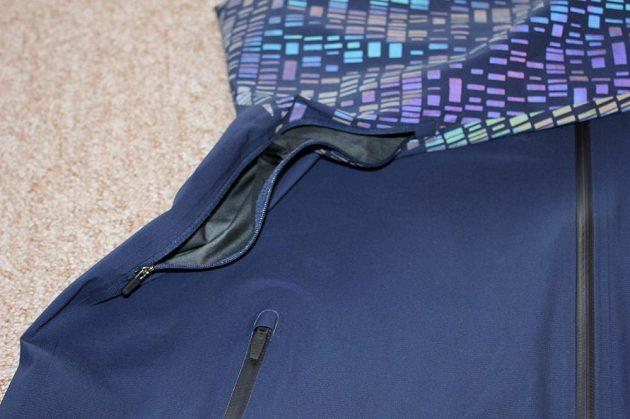 Běžecká bunda Nike HyperShield Flash: Podpažní odvětrávání rukávu.