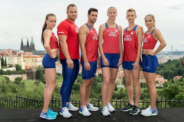 Atleti (zleva): Nikola Bendová, Tomáš Staněk, Jan Kudlička, Michaela Hrubá, Filip Sasínek a Tereza Vokálová v dresech pro OH v Riu.