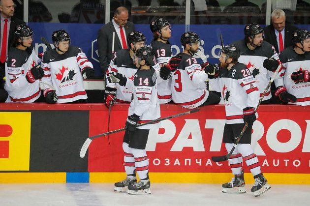 Hokejisté Kanady se radují z vyrovnávací branky