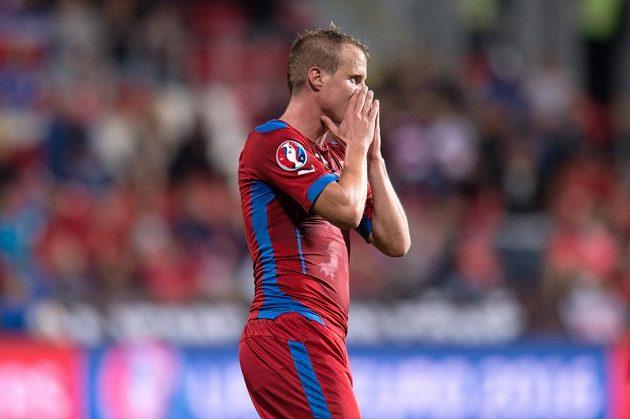 Český obránce David Limberský (na snímku) byl v prvním poločase blízko gólu, jeho ránu zastavilo břevno.