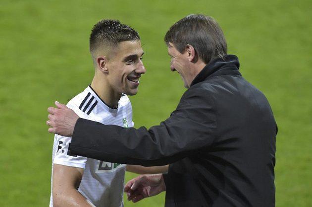 Zleva Ondřej Lingr z Karviné a trenér týmu František Straka po výhře v derby nad Baníkem.