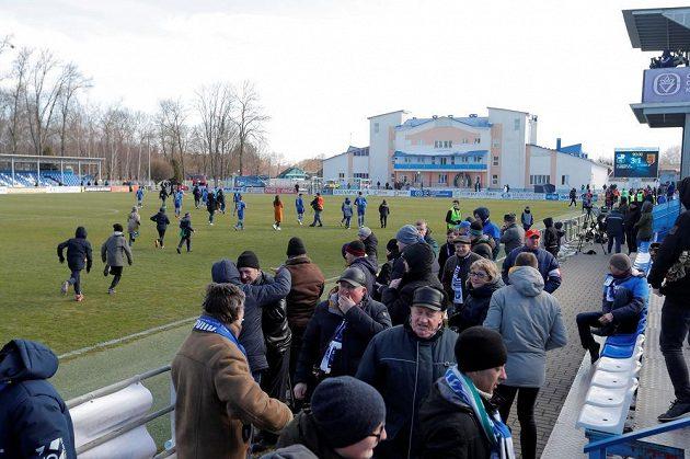 Běloruská liga je jedinou fotbalovou soutěží v Evropě, která v době pandemie koronaviru pokračuje, a díky tomu těží z nové popularity.