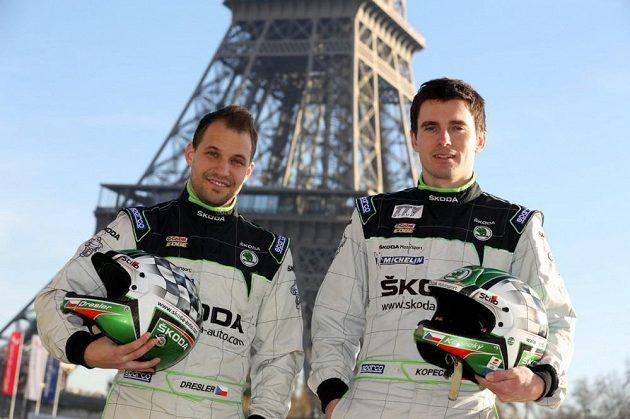 Jan Kopecký (vpravo) se svým spolujezdcem Pavlem Dreslerem v Paříži.
