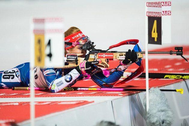 Gabriela Koukalová při střelbě během sprintu v Novém Městě na Moravě.