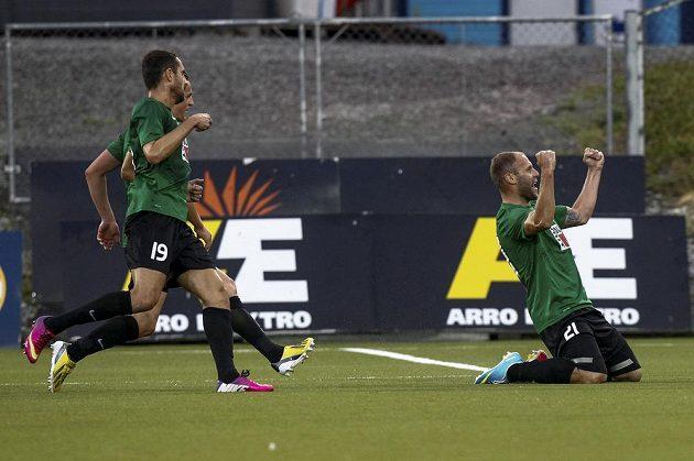 Jablonecký útočník Michal Hubník (vpravo) se raduje ze vstřelení gólu v odvetném utkání třetího předkola Evropské ligy proti Strömsgodsetu.