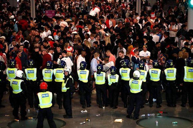 Policie měla během finále fotbalového EURO hodně práce.
