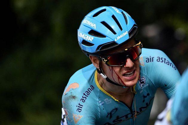 Na zemi v první etapě Tour skončil také jeden z favoritů Dán Jakob Fuglsang. Skončilo to pro něj krvavým šrámem na obličeji.