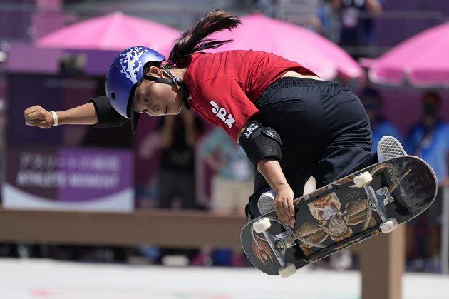Japonka Sakura Josozumiová se stala první olympijskou vítězkou ve skateboardingu v disciplíně park.