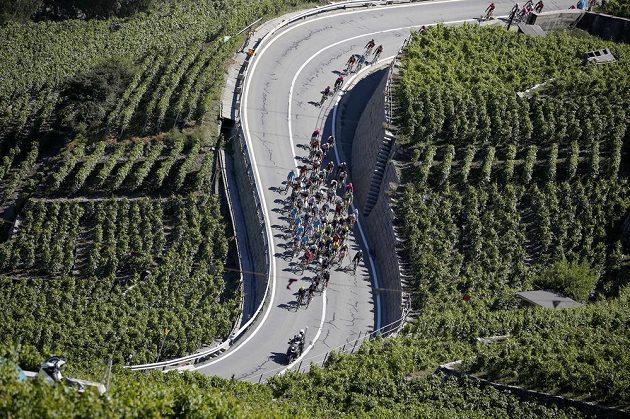 Nádherné scenérie během 17. etapy Tour de France z Bernu do Finhaut-Emosson.