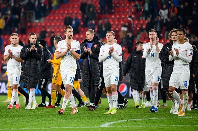 Čeští fotbalisté po utkání s Walesem.