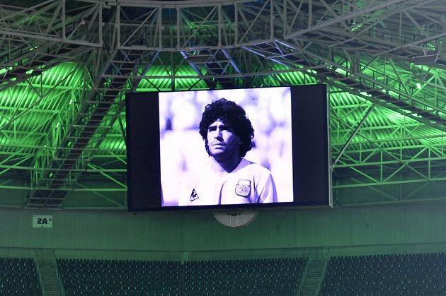 Zápasy Ligy mistrů začínají minutou ticha, fotbalový svět pláče poté, co zemřel legendární Diego Maradona.