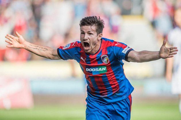 Plzeňský záložník Václav Pilař oslavuje vítězný gól proti Olomouci.