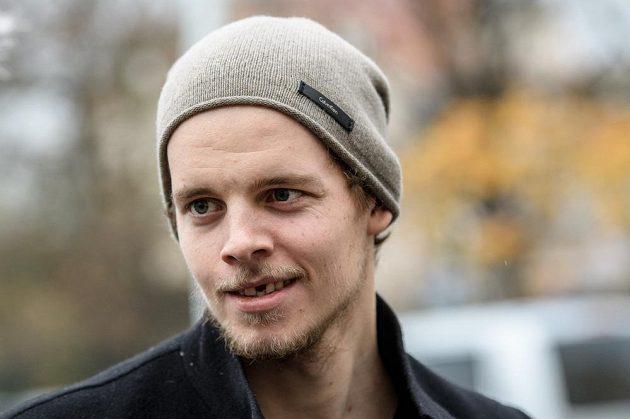 Andrej Nestrašil přichází na sraz hokejové reprezentace před turnajem Karlaja.