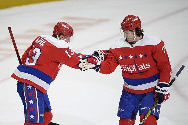 Jakub Vrána oslavuje s T.J. Oshiem (vpravo) jeho gól proti Philadelphii, na který mu přihrával.