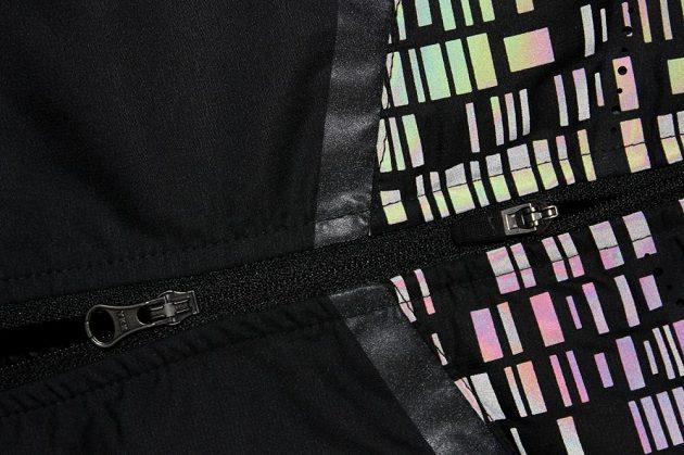 Vesta Nike Aeroloft Flash: Za denního světla reflexní prvky krásně opalizují.