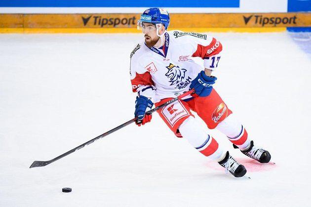 Český obránce Filip Hronek během utkání se Švédy.