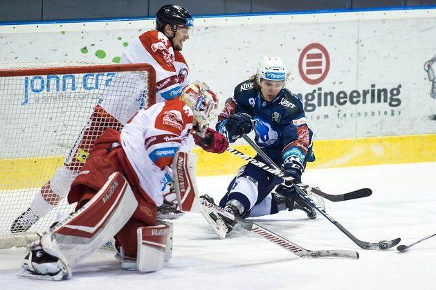 Matyáš Kantner z Plzně v akci před olomouckou brankou během utkání hokejové extraligy.